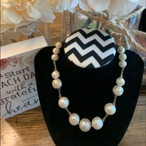 Jewelry - Vintage Faux Pearl & Gold-tone Necklace